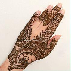 "3,752 Likes, 5 Comments - ✨ Daily Henna Inspiration ✨ (@hennainspo_) on Instagram: ""so pretty!! // by @promyshennacavern . . #henna #mehndi #whitehenna #wakeupandmakeup #zentangle…"""