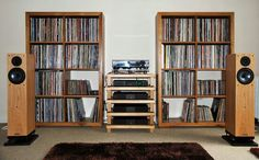 This image - a delight for the eyes vinyl lover) Vinyl Record Storage, Lp Storage, Vinyl Music, Vinyl Records, Sound Room, Lps, Vanz, Audio Room, Record Collection