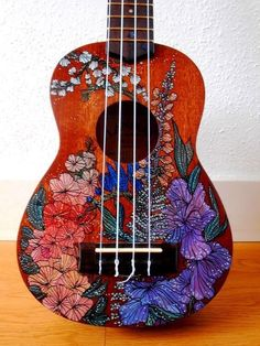 Hand Paint a Ukelele handpainted ukulele by suzanne van gils Ukulele Art, Guitar Art, Ukulele Drawing, Ukulele Tumblr, Cassandra Calin, Painted Ukulele, Painted Guitars, Ukulele Design, Guitar Painting