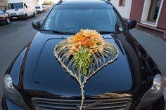 Transport flower decor for wedding Gypsy Wedding, Floral Wedding, Wedding Flowers, Wedding Day, Wedding Car Decorations, Flower Decorations, Wedding Arrangements, Flower Arrangements, Car Bonnet