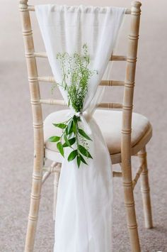 38 Classy Chair Decoration Ideas for Indoor and Outdoor Weddings - The First-Hand Fashion News for Females outdoor wedding 38 Classy Chair Decoration Ideas for Indoor and Outdoor Weddings - The First-Hand Fashion News for Females Wedding Chair Decorations, Wedding Chairs, Wedding Chair Covers, Diy Party Chair Covers, Wedding Chair Sashes, Church Decorations, Rustic Chair, Diy Chair, Chair Design