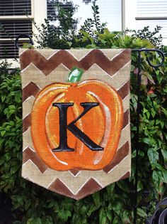 Inspiration for DIY Burlap Garden Flag Brown Chevron Background with Monogram Pumpkin Burlap Garden Flags, Burlap Flag, Burlap Banners, Burlap Signs, Fall Crafts, Holiday Crafts, Holiday Fun, Holiday Ideas, Burlap Projects