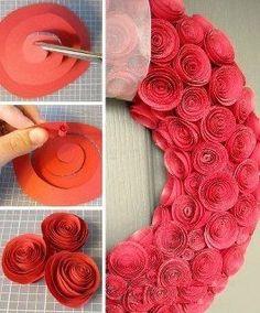 Guirlanda feita de rosas de papel.  http://artesanatoquefaz.blogspot.com/