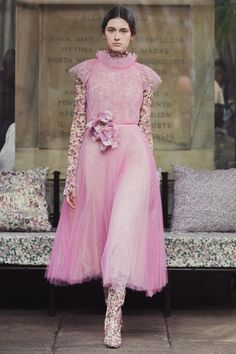 Luisa Beccaria Fall 2020 Ready-to-Wear Fashion Show - Vogue Luisa Beccaria, Vogue Fashion, Fashion Week, Runway Fashion, Milan Fashion, Fall Fashion, Fashion Trends, Pink Outfits, Fashion Show Collection