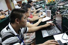 南宁培训全景图,人手一个自带的笔记本,好草根哪    Nanning Workshop participants brought their own laptops to the three-day training sessions(July 2011)