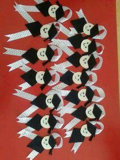 Graduation Crafts, Graduation Theme, Kindergarten Graduation, Graduation Celebration, Diy Arts And Crafts, Diy Crafts For Kids, Paper Crafts, Felt Animal Patterns, Birthday Charts