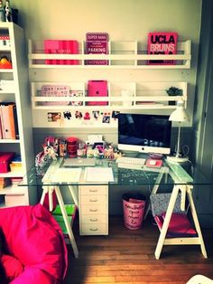 Image discovered by Constance. Find images and videos about pink, girly and room on We Heart It - the app to get lost in what you love. Look Office, Teen Girl Bedrooms, Dream Rooms, New Room, House Rooms, Dorm Room, Room Inspiration, Decoration, Diy Home Decor