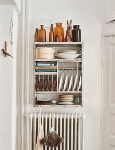 charming apartment in sweden with vintage wall dish rack. / sfgirlbybay this is a small, but very charming abode in Malmö, sweden. it's an eclectic mix of vintage modern and new that blends together quite beautifully. Small Space Kitchen, Small Spaces, Small Kitchens, Small Rv, Vintage Modern, Kitchen Styling, Kitchen Decor, Teal Kitchen, Farmhouse Kitchen Island