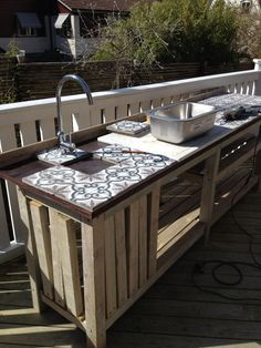Are you in search of outdoor kitchen cabinet ideas? We have a pick of 25 amazing outdoor kitchen cabinets! Simple Outdoor Kitchen, Outdoor Kitchen Cabinets, Kitchen Stove, Outdoor Console Table, Gazebo On Deck, Earthy Home, Unique Tile, Summer Kitchen, Indoor Outdoor Living