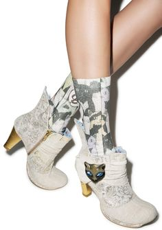 Irregular Choice Miaow Boots, what's up pussycat? These boots know what yer all about cuz they have some serious catittude with their golden cat charm with gleaming sapphire eyes watchin' yer every step. Their all over canvas construction gathers around the ankle, and sparkles with a bit of gold that runs throughout the fabric. WIth beautiful floral paisley panels that wrap around the front, and heel cup that comes off the back in a whimsical winged cut. These meowsing shoes are topped off…