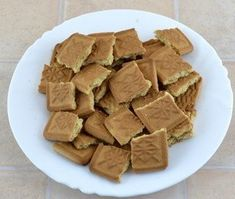 Tort Sticla sparta – Savoare si Bun Gust Biscuit, Candy, Chocolate, Recipes, Food, Sweet Treats, Cookie Favors, Sweet, Cookie