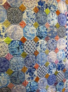 I would love this all blues and white or corals and white or pinks and white. Bird Quilt Blocks, Circle Quilts, Square Quilt, Quilting Projects, Quilting Designs, Quilting Ideas, Scrappy Quilts, Patchwork Quilting, Snowball Quilts