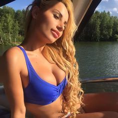 dating-russian-women-anastasiaweb-com-naked-woman-finger-herself