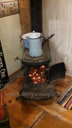 Old wood stove Antique Cast Iron Stove, Antique Stove, Vintage Cooking, Vintage Kitchen, Wood Stove Decor, Corner Wood Stove, Wood Stove Cooking, Old Stove, Cool Room Decor