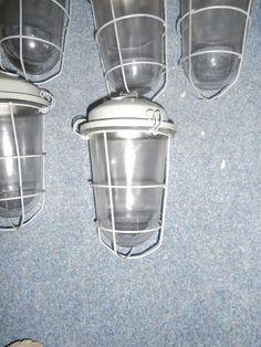 tka [old stock] bulleys met gaas,e27 fitting +-500 op voorraad 25 pst