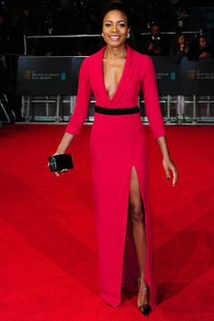 Elegant and ladylike but seductive. Great body on this woman. Naomi Harris in Gucci. Naomie played Miss Moneypenny in the latest James Bond film. Thanks to http://itssomarkness.blogspot.com/ for details.