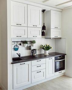Small Kitchen Remodel Cost, Home Decor Kitchen, Kitchen Furniture Design, Kitchen Interior, Home Kitchens, Kitchen Renovation, Kitchen Decor Modern, Small Apartment Kitchen, Kitchen Remodel Cost