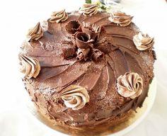 Acest tort l-am pregatit pentru ziua de nastere(26 noiembrie) a fiicei mele Andreea , zi in care a implinit frumoasa varsta de 16 ani !! La multi ani, draga mea!! :*:* Ingrediente Blat 8 oua 8 lg zahar 5 lg faina 4 lg cacao esenta de rom Sirop 200 gr zahar 3 lg cappucino 100 Romanian Food, Chocolate Cake, Deserts, Pudding, Yummy Food, Favorite Recipes, Sweet, Cake Ideas, Foods