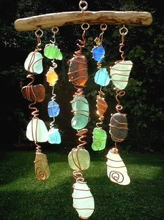Sea Glass Chimes & Suncatchers Make a Sun Catcher Sea Glass Chime. Saw these at a craft fair and they were a little pricey! Beach Crafts, Fun Crafts, Diy And Crafts, Arts And Crafts, Seashell Crafts, Diy Crystal Crafts, Rock Crafts, Sea Glass Beach, Sea Glass Art