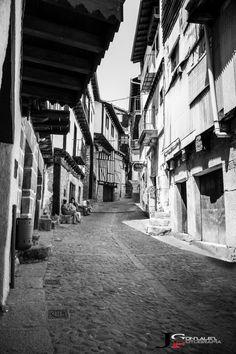 Street en Mogarraz. #Mogarraz #streetphotography #blackandwhitephotography @GeaJoseLuis @j_calvo