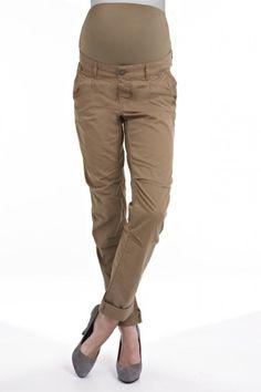 2752737e79c9b Bavlnené tehotenské nohavice v strihu Chino pôsobia ležérne, pričom  ponúkajú nosenie na množstvo spôsobov.