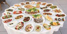 Oktay Usta Meze Tarifleri, Meze, dünyaca ünlü mutfaklarda ve orta doğu-Türk mutfaklarında ana yemeklerin yanında sofraların süslenmesi, ana yemeklerin lezzetle tüketilmesi için ana yemeklerin yanında eşlik eden bir lezzet olarak bilinmektedir. Meze farklı k