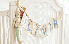 O varal com letras de washi tape em papel kraft decora festas de crianças e adultos. Washi tapes Veio na Mala