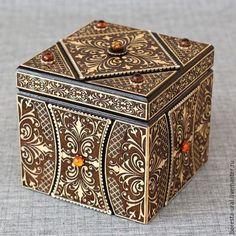 Шкатулки ручной работы. Ярмарка Мастеров - ручная работа. Купить Шкатулка-куб из дерева с янтарем. Handmade. Коричневый, янтарь, шкатулка