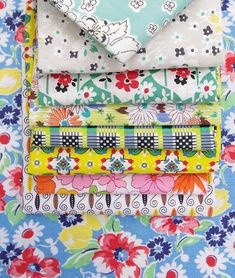 Red Pepper Quilts: Sunday Stash #204 - Vintage Fabrics