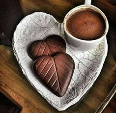 Breakfast pictures mornings tea time ideas for 2019 I Love Coffee, Coffee Break, My Coffee, Morning Coffee, Mini Desserts, Coffee Cafe, Coffee Drinks, Chocolate Cafe, Chocolate Brown