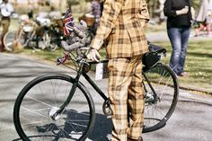 The Tweed Run London is an inaugural period-drama two wheeled party that I took part in back in 2015. These images are a B-side to the editorial I shot for @boneshakermag magazine. Keeping in-period using a manual 35mm camera capturing the playful vintage