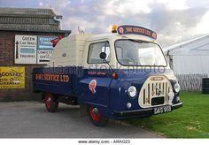 Image from http://l7.alamy.com/zooms/dafac183344841888cda2edb1251c927/1958-morris-j2-wrecker-percy-at-goodwood-revival-sussex-uk-arag23.jpg.