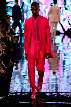 Xiaomeng Yang presented his Fall/Winter 2014 collection during London Fashion Week.