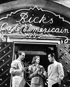 Casablanca publicity photo for the film featuring Paul Henreid as Victor Laszlo, Ingrid Bergman as Ilsa Lund and Humphrey Bogart as Rick Blain at the entrance to Rick's Café Americain set. Casablanca Movie, Casablanca 1942, Casablanca Quotes, Old Movies, Vintage Movies, Great Movies, Vintage Movie Stars, Classic Movie Stars, Classic Movies