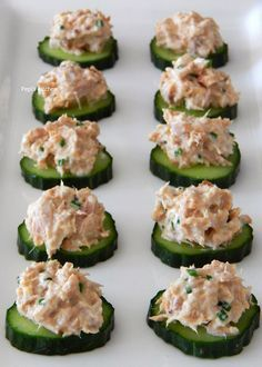 A very easy appetiser for summer nights made in Pepi's kitchen! Healthy Cooking, Healthy Snacks, Cooking Recipes, Healthy Recipes, Keto Recipes, Cetogenic Diet, Party Food And Drinks, English Food, Mini Foods