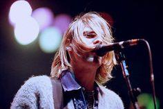 Veja 45 das melhores fotos do líder do Nirvana.