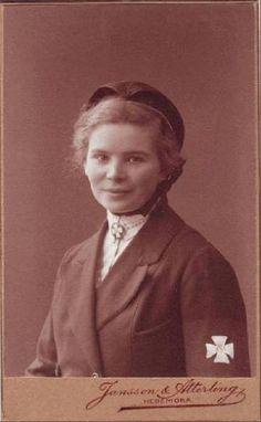 Gunborg Nyberg, b. nurse in Gothenburg. Possibly Göteborgs Sjukhem. Nurse Uniforms, History Of Nursing, Gothenburg, Sherlock, Vintage Photos, Sweden, Antique, Writing, Education