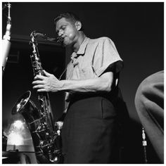 Zoot Sims plays the saxophone during the recording session for the Jutta Hipp with Zoot Sims album, © Francis Wolff Jazz Artists, Jazz Musicians, Dexter Gordon, Francis Wolff, Kind Of Blue, All That Jazz, Jaz Z, Jazz Blues, Saxophone