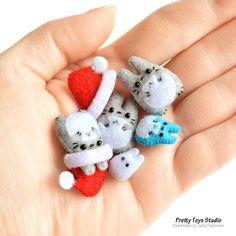 A handful of tiny Totoros :) Cute Crafts, Felt Crafts, Santa Doll, Santa Hat, Sewing Crafts, Sewing Projects, Kawaii Gifts, Cute Clay, Craft Ideas