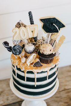 My Sweet Savannah: ~graduation food ideas~… Graduation Cake Designs, Graduation Cake Pops, Graduation Party Desserts, Graduation Party Foods, Graduation Party Planning, Graduation Party Decor, Grad Parties, Graduation Gifts, Graduation Ideas