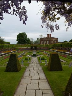 Privy Garden - Hampton Court, London