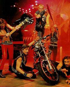 Judas Priest ca. Heavy Metal Art, Heavy Metal Bands, Judas Priest, Hard Rock, Rob Halford, Groove Metal, Greys Anatomy Memes, Thrash Metal, Black Sabbath