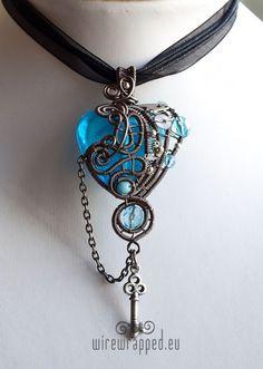 I really like the blue stone! So bright and eye catching!