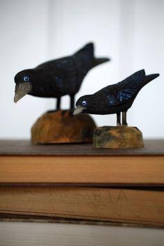 Hullaannu ja hurmaannu Garden Sculpture, Bird, Outdoor Decor, Animals, Home Decor, Animales, Decoration Home, Animaux, Room Decor