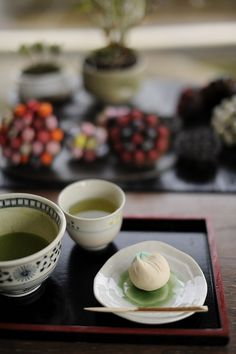 tea time - Japanese green tea and Wagashi(Japanese sweet) Japanese Sweets, Japanese Food, Japanese Beauty, Study Japanese, Aichi, Tempura, Nagoya, Sashimi, Dessert Chef