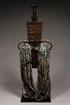 Ornamental Prestige Sword in Scabbard Bamum / Bamiléké / Tikar, Cameroon Grasslands :: ERTribal Wood Sculpture, Tribal Art, Small Groups, Sword, Metal, Style, Guns, Swag, Metals