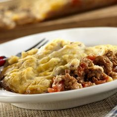 Meatloaf casserole - Convenience products like canned soups and instant mashed potatoes come together ;with ground beef to make this tasty meat loaf flavored casserole with a yummy mashed potato topping. Beef Casserole Recipes, Casserole Dishes, Beef Recipes, Cooking Recipes, Soup Recipes, Meatloaf Recipes, Yummy Recipes, Steak Casserole, Recipies
