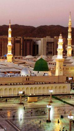 Masjid e Nabvi pics Masjid Haram, Al Masjid An Nabawi, Mecca Madinah, Mecca Kaaba, Islamic Wallpaper Hd, Mecca Wallpaper, Medina Mosque, History Of Islam, Mosque Architecture