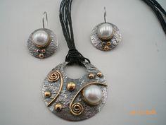 İnci taşlı gümüş kolye ve küpe..