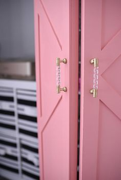 These closet makeovers look expensive and difficult to pull off, but are actually extremely easy. In addition to being gorgeous, most are also affordable, and super renter-friendly. Here are nine ways to get your storage style in line with the rest of your decor....